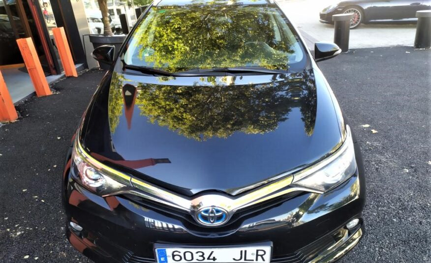 TOYOTA Auris Hibrido 1.8 140H Active Touring Sports